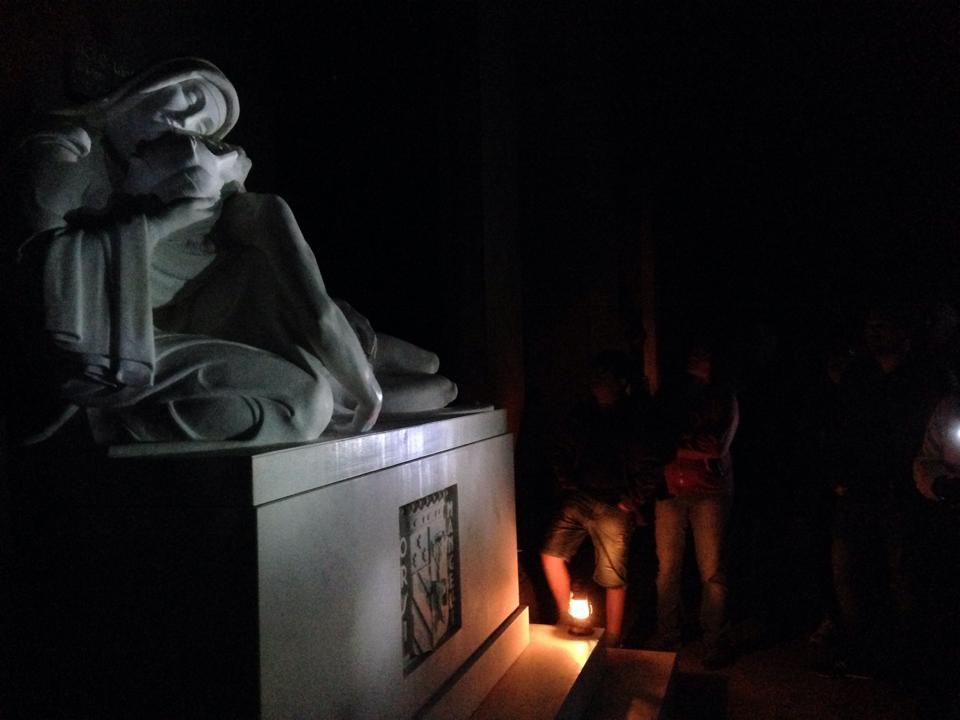 foto notturna cimitero